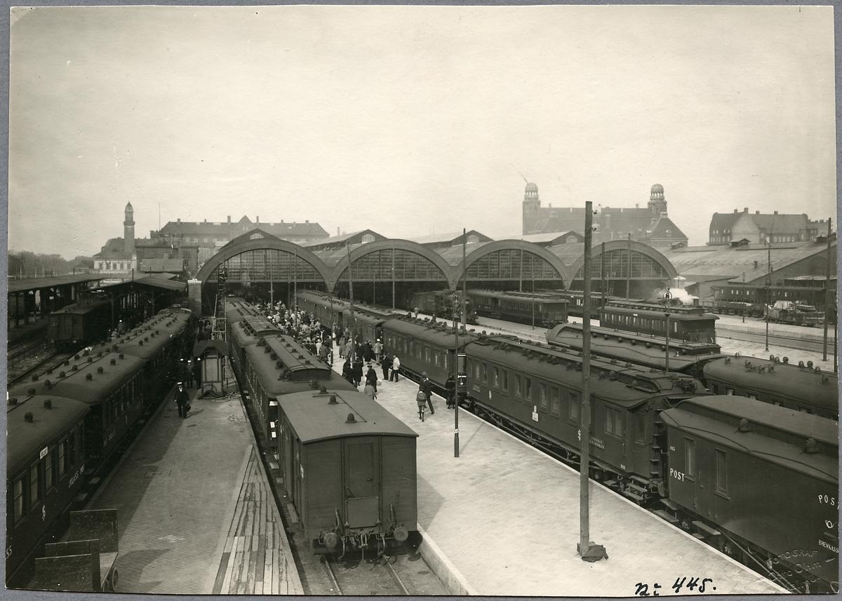 Plattformar och banhall vid Malmö centralstation.