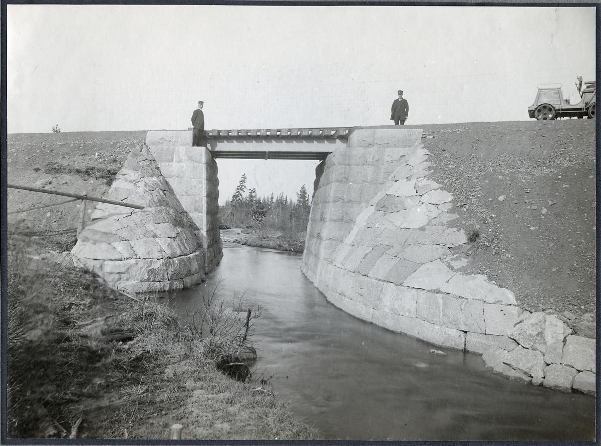 Vy vid Semsån. Gren 1. Spannvidd på bron är 5.0 meter