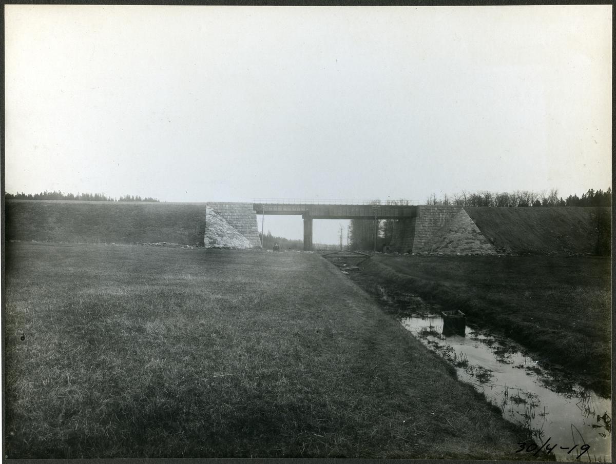 Brobygge för dubbelspåret över kanalen mellan Rönninge - Ström.