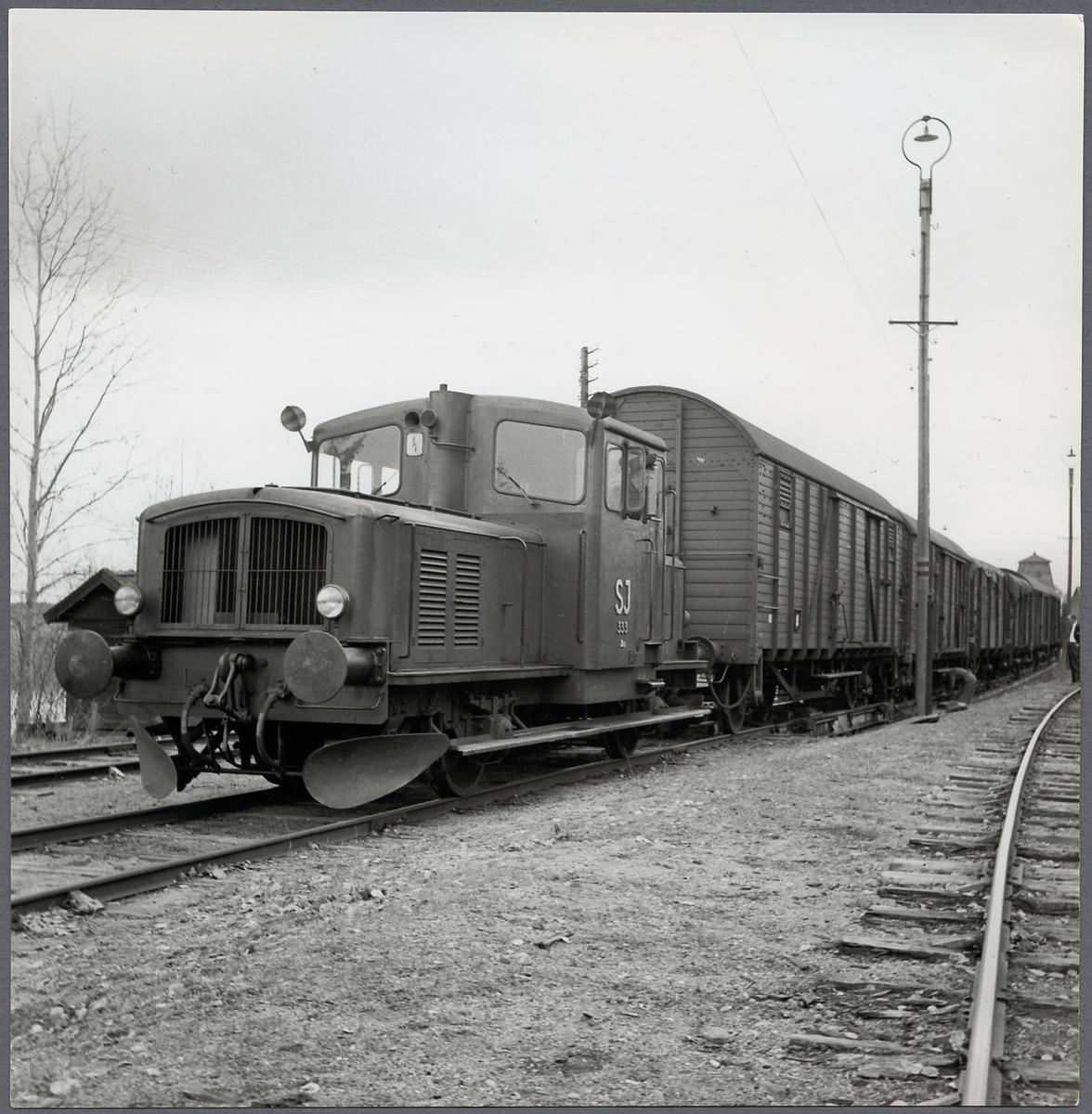 Statens Järnvägar, SJ Z4 333. Rampning av normalspåriga godsvagnar till/från överföringsvagnar.
