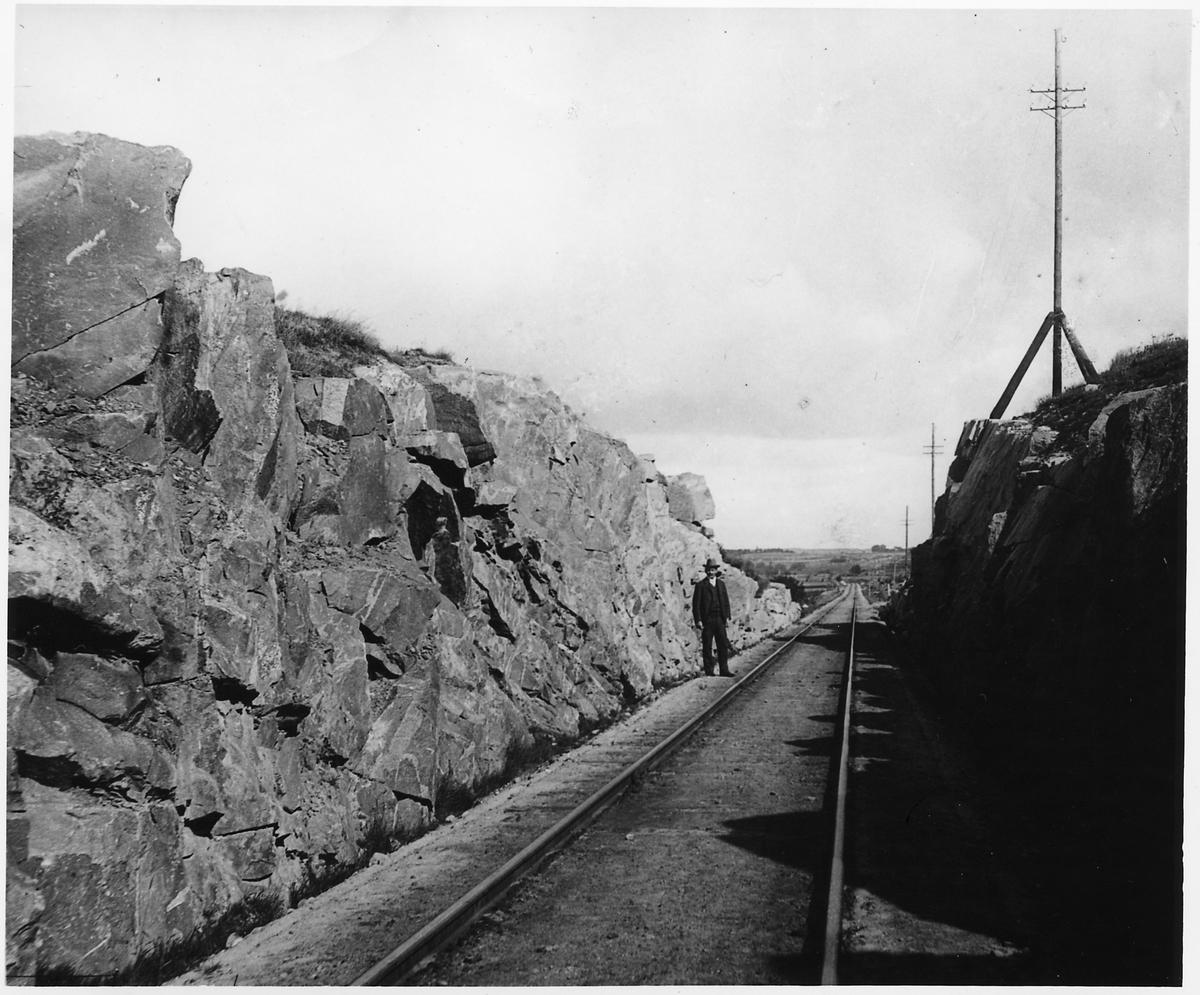 Skärning genom bergskulle i Hovås
