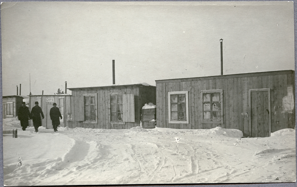 Kafé och bostäder intill järnvägsstation.