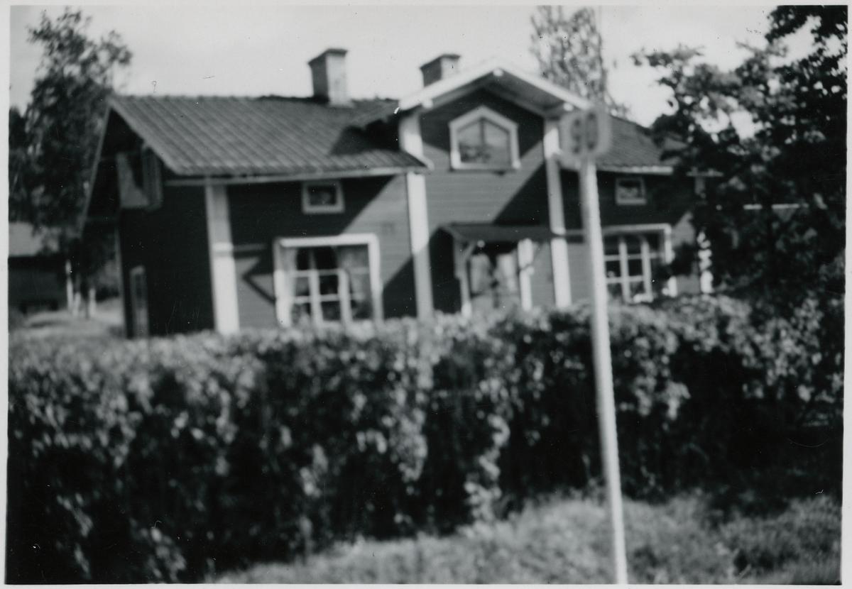 Stuga på linjen mellan Korsnäs och Falun vid kilometertavla 90.