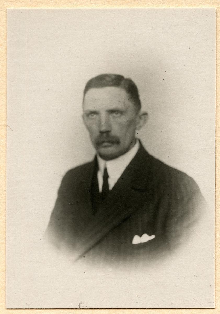 Förste Maskiningenjör Hj. A. Lenström.