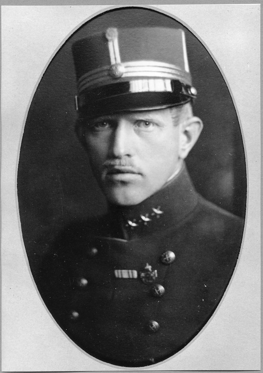 C. G. Levenhaupt.