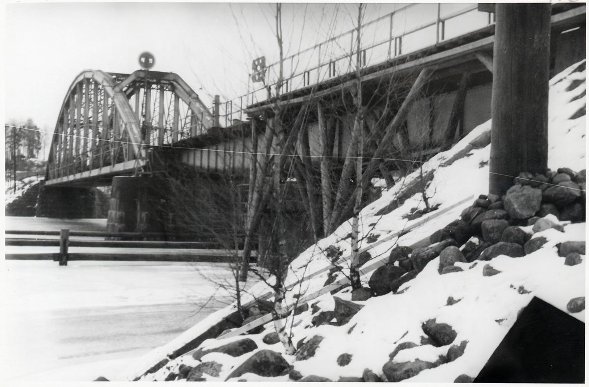 Järnvägsbro över Kolbäcksån vid Västanfors, Fagersta.