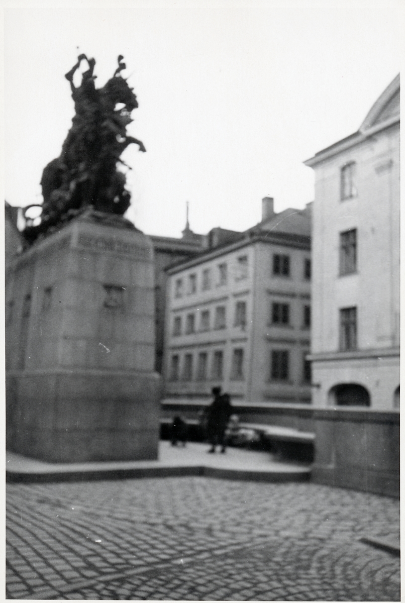 """Statyn """"Sankt Göran och Draken"""". Köpmanatorget i Gamla stan."""