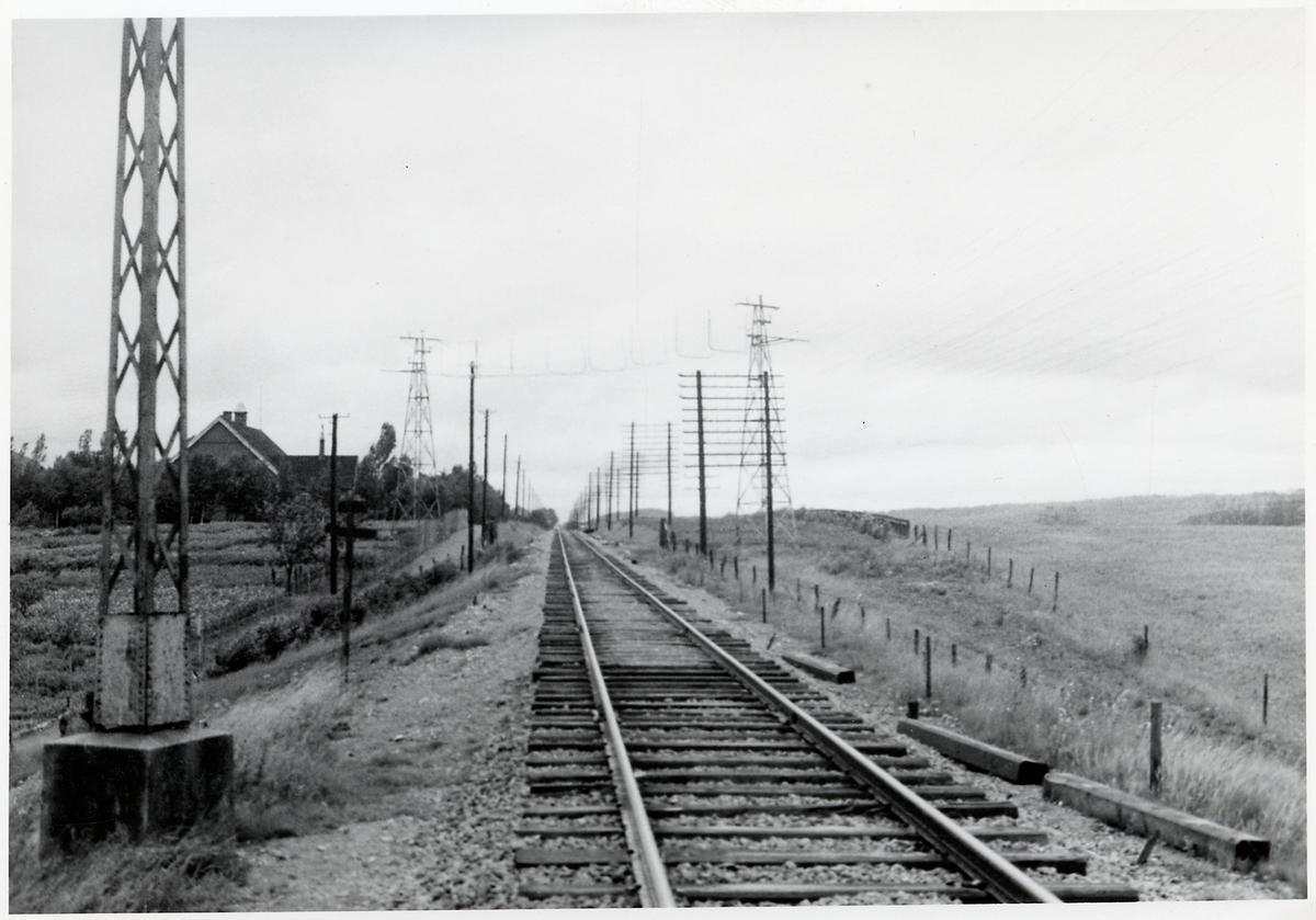 Linjebild med korsande kraftledning.