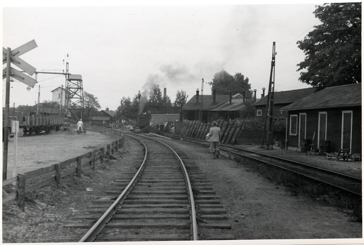 Strax innan korsningen mellan Älvsborgsbanan och Västra stambanan, vid Herrljunga station. Här på Älvsborgsbanan i riktning mot Uddevalla.