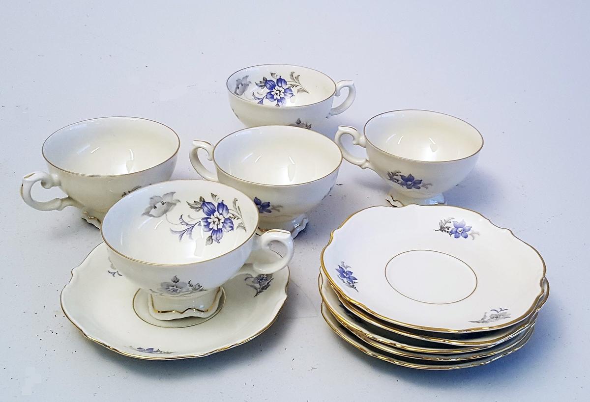 """5 kaffikoppar med tefat. Dekor """"Vega"""" - enkle stiliserte blomster på kopp og fat."""