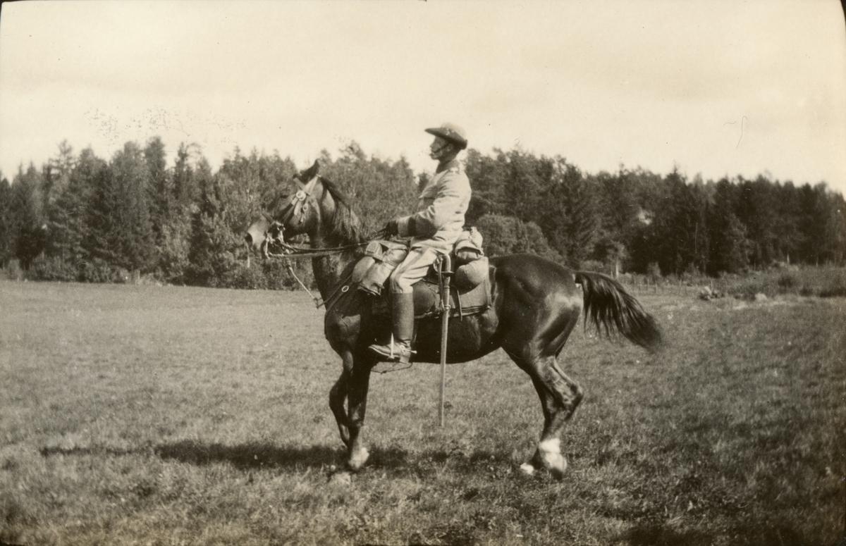 En officer till häst.
