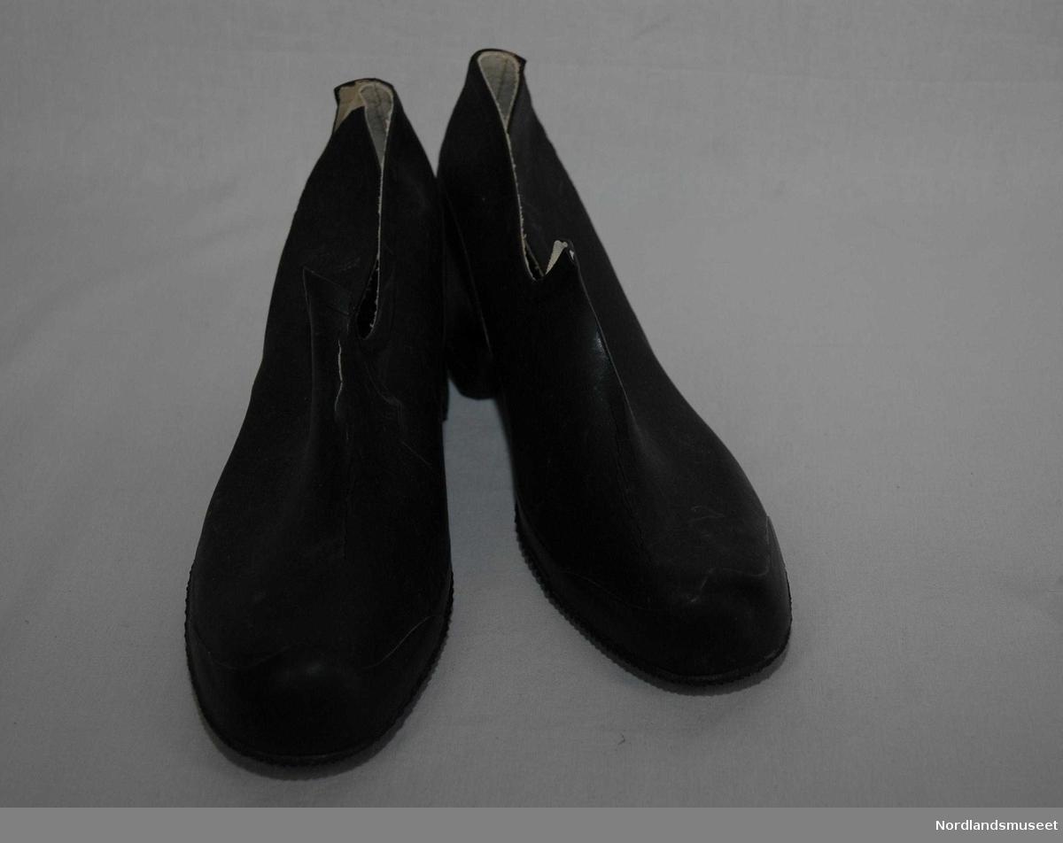 f4f06095 Form: Fotformet m/høy hæl, pløs og riflet såle. Photo: Nordlandsmuseet