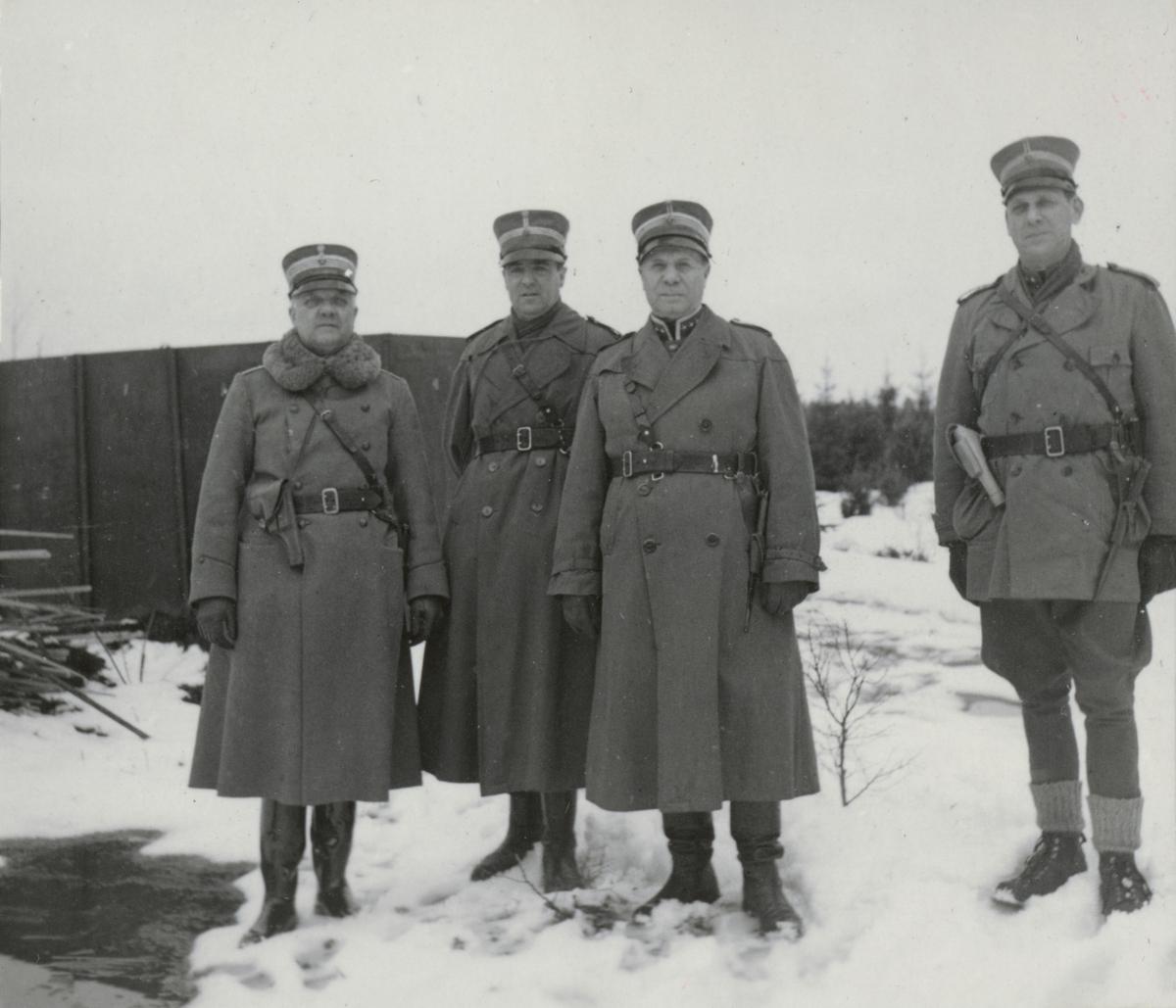 Inspektion av kolugn i Othem på Gotland, april 1940.