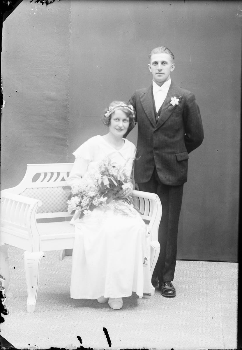 Ateljéporträtt - brudparet Sten och Gertrud Rengren, Alunda, Uppland