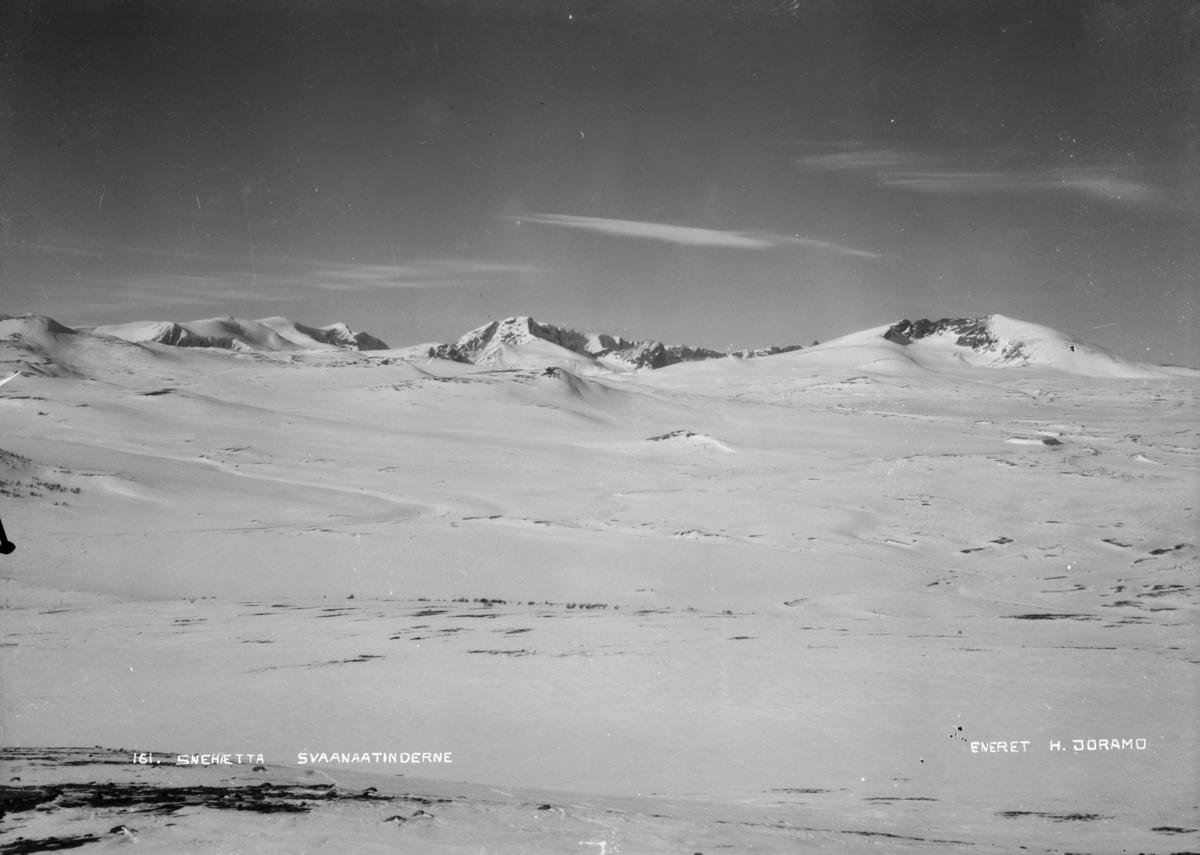 Parti fra Dovrefjell med Svånåtindene og Snøhetta (2287 moh)