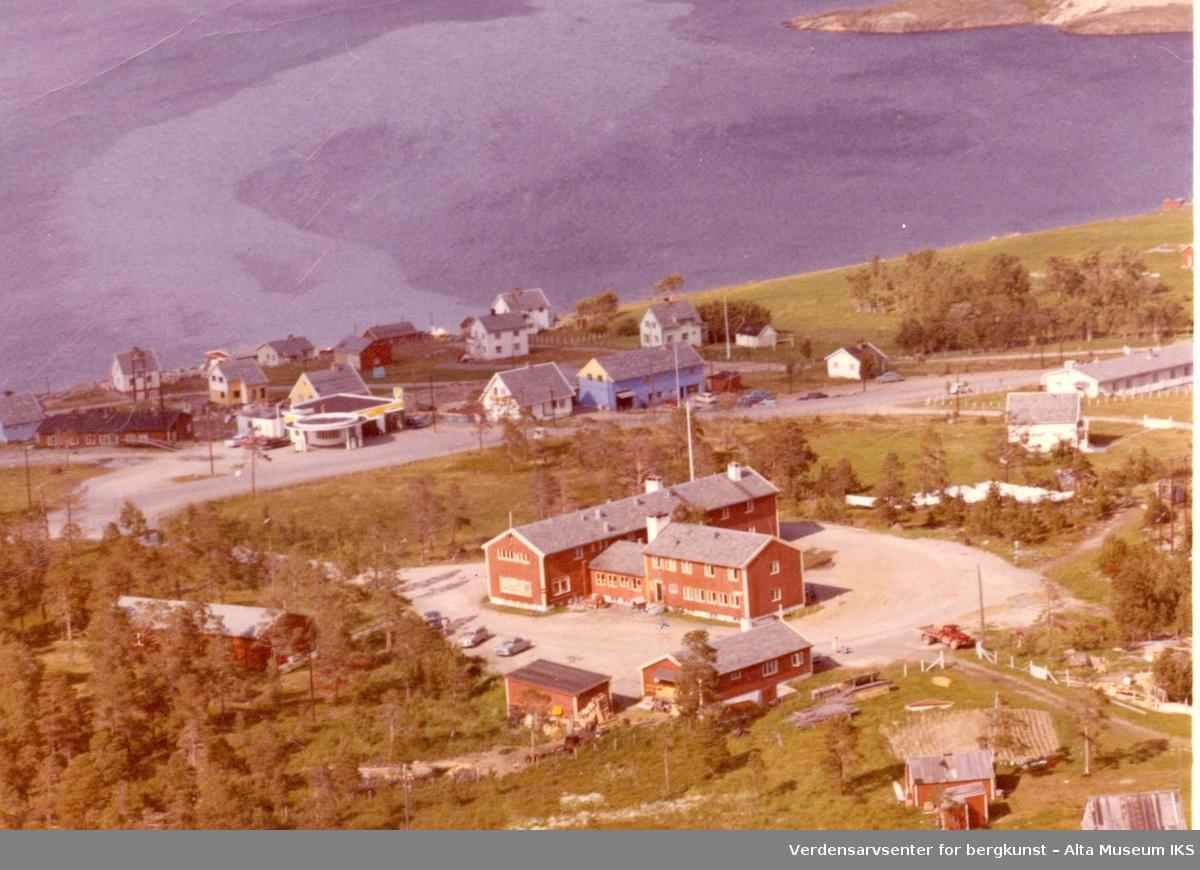 Bossekop, bolighus, Altafjord hotell, bensinstasjon, veier
