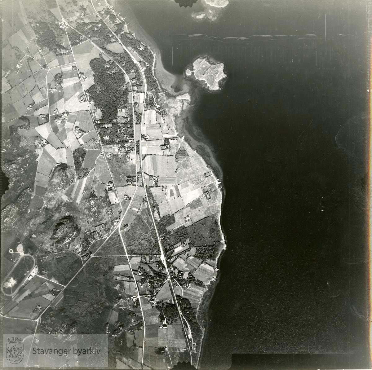 Jfr. kart/fotoplan F20/549..Forus og Gausel..Se ByStW_Uca_002 (kan lastes ned under fanen for kart på Stavangerbilder)