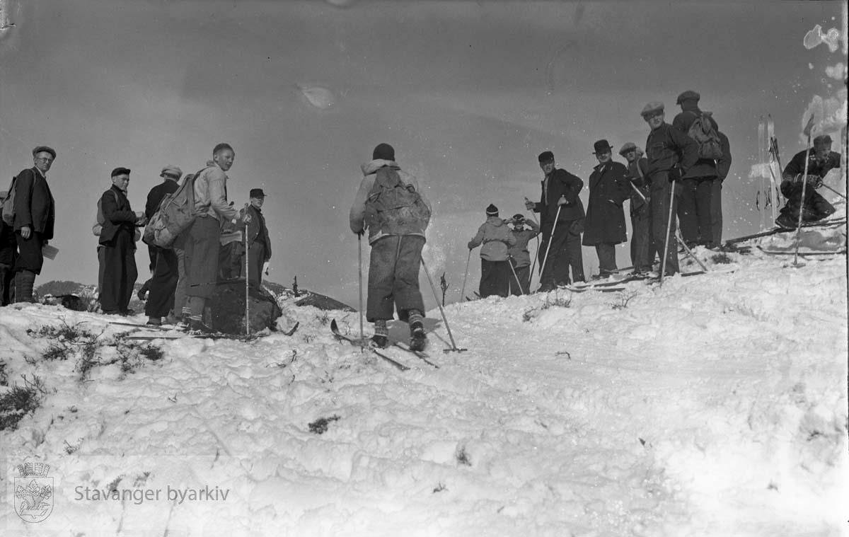 Turistforeningens og skiforeningens langrenn i Brekken, 14. mar 1937.