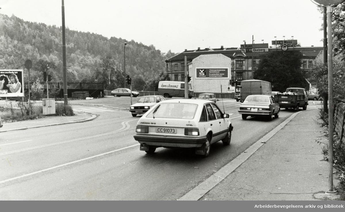 Gamlebyen. Krysset St. Hallvards gate / Dyvekesvei. Oktober 1982