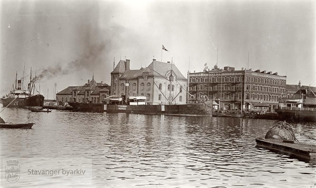 Tollboden og Viktoria hotell ved Skansekaien