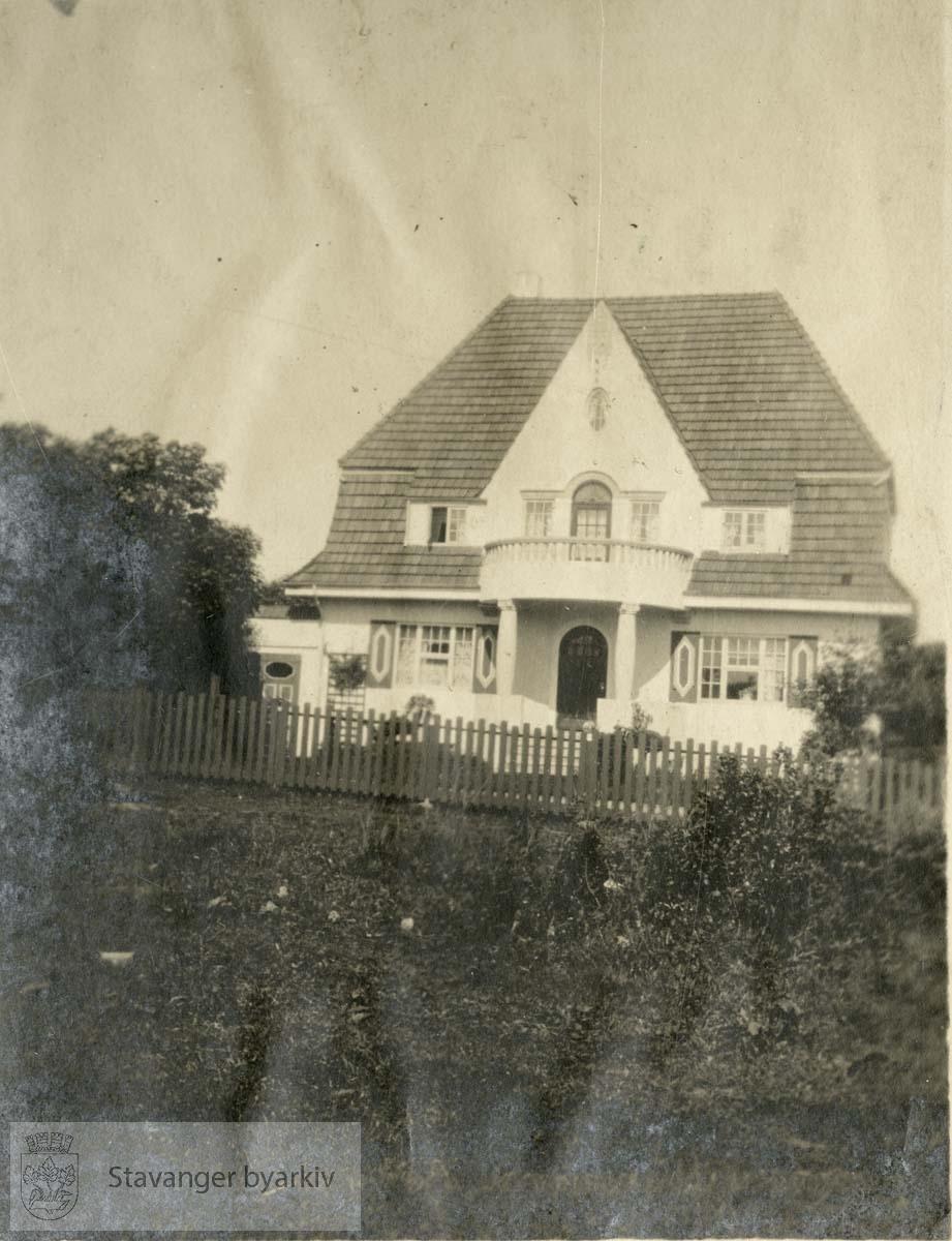 Hus i jugendstil, med hage