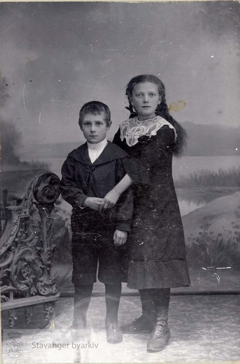 Portrett av gutt og pike