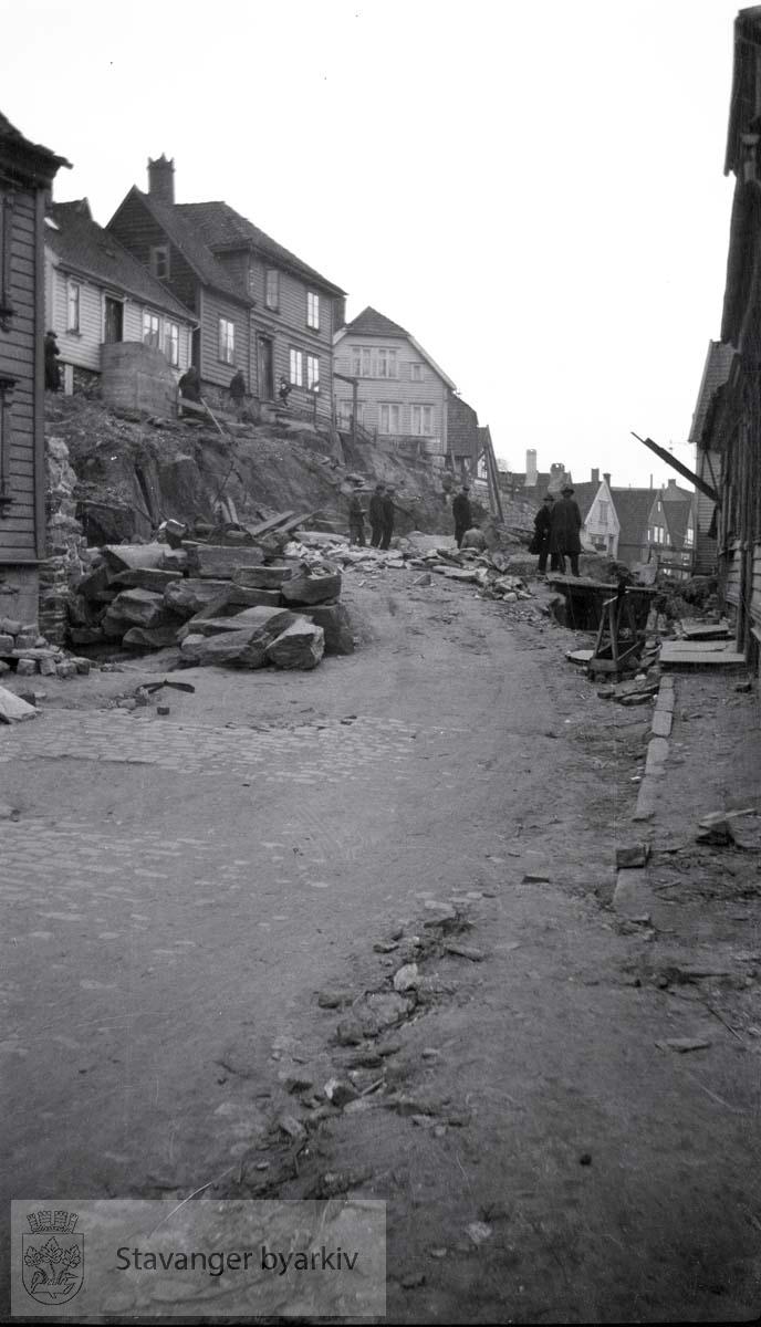 Bygging av steinmur i Nedre Strandgate..Sett fra Butlerbryggen.