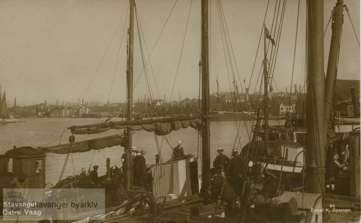 """""""Østre Vaag"""" Båtdekk i forgrunnen, utsikt mot Baneviken?"""
