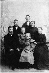 Familien Hans J. Frøyland: Menn f.v. Hans J. Frøyland f. 184
