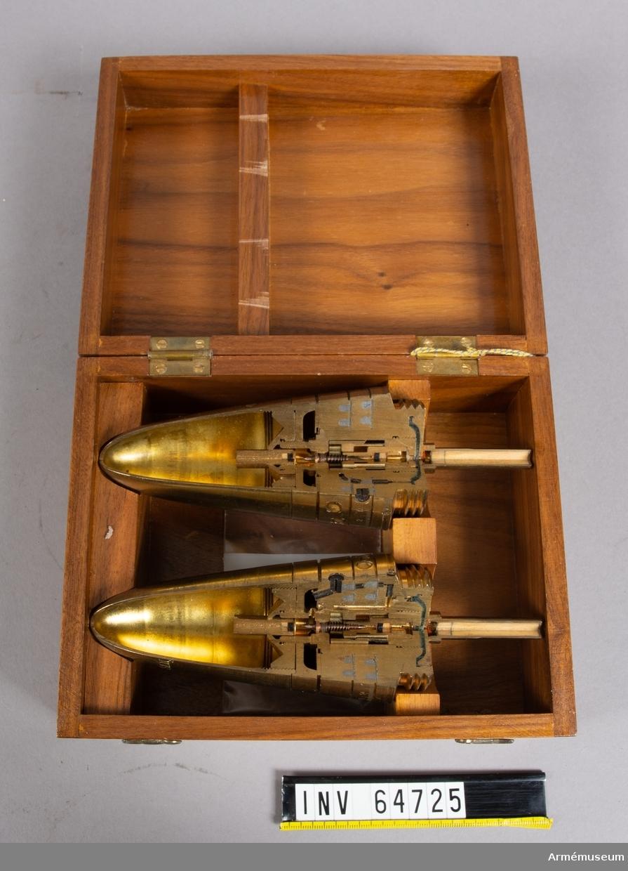 Grupp F II.  Etui till genomskuret satskanaldubbelrör S/40. Röret till 7,5-10,5 cm fältkanon.