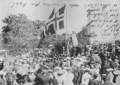 Håkon Håkonsons bauta på Folkenborg i Eidsberg avdukes 24. juni 1904.
