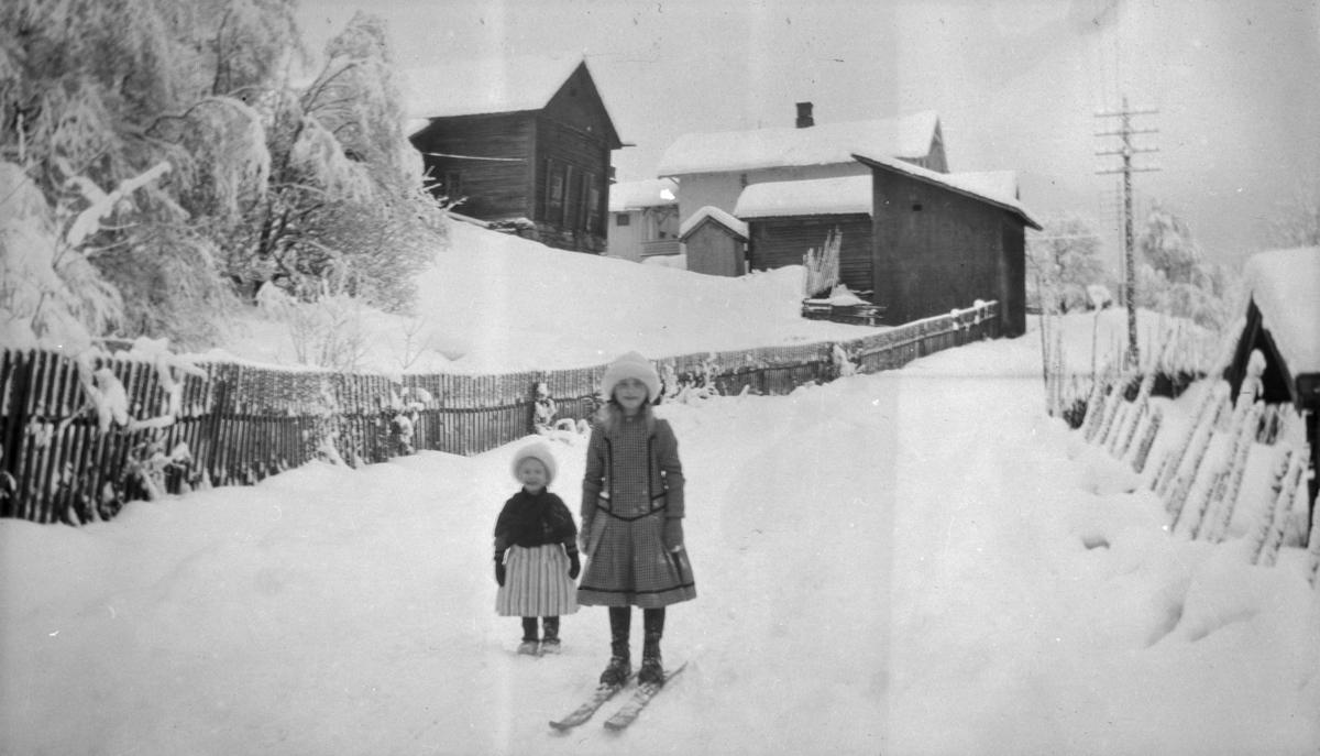 Gunnhild og Aase Wold ved Linjordet