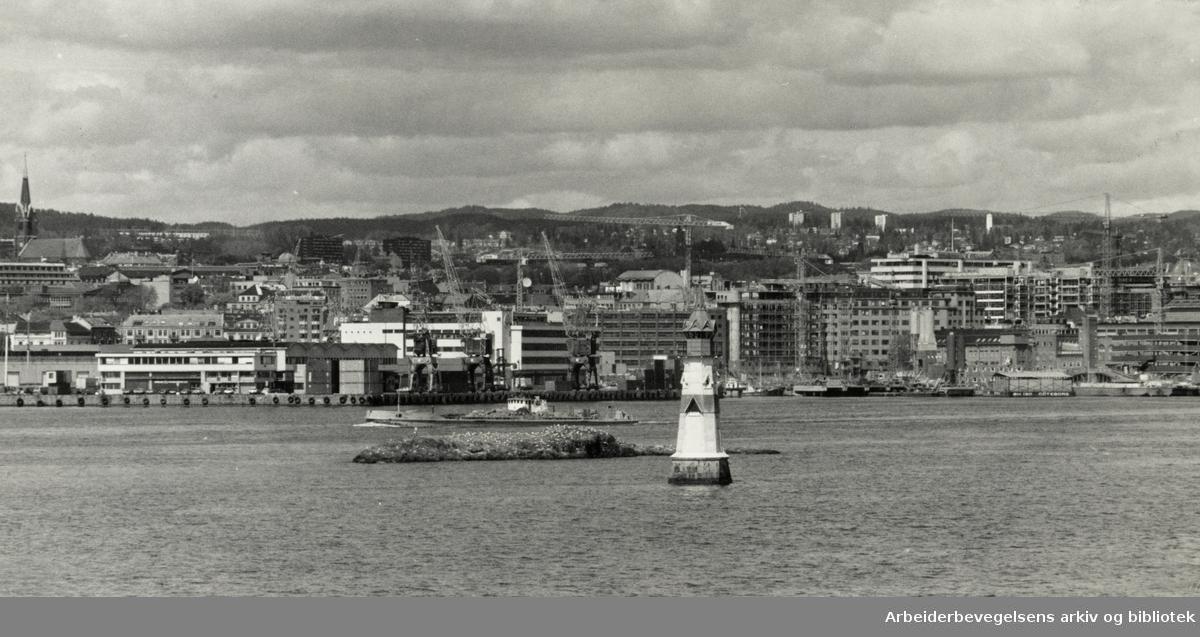 Oslo: Havna. Det har vært stor utbygging av havnområdene. 20. mai 1987
