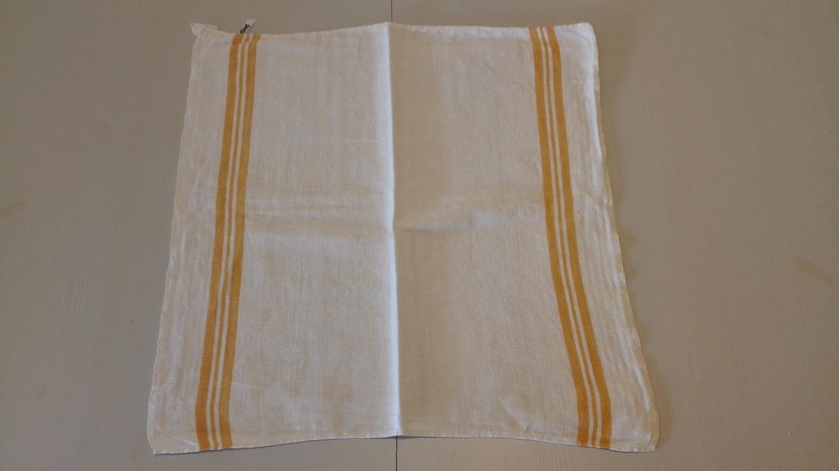 Kvadratisk. Striper i kontrastfarge langs 2 ytterkantar. Hempe for oppheng i eine hjørnet.