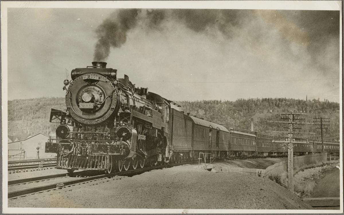 Canadian Pacific Railway, CPR G3d 2339 med passagerartåg.