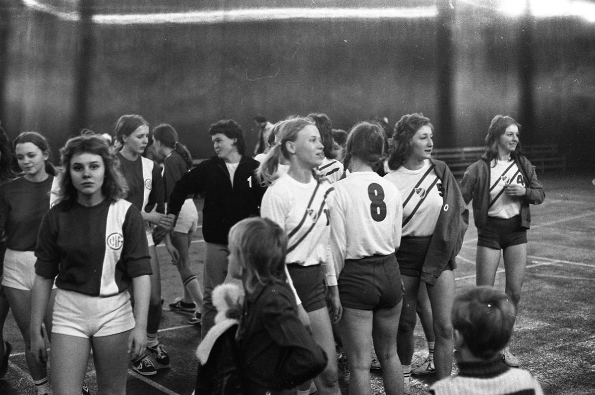 Handbollsmatch, damer, just avslutad. Arboga IF är ett av lagen.