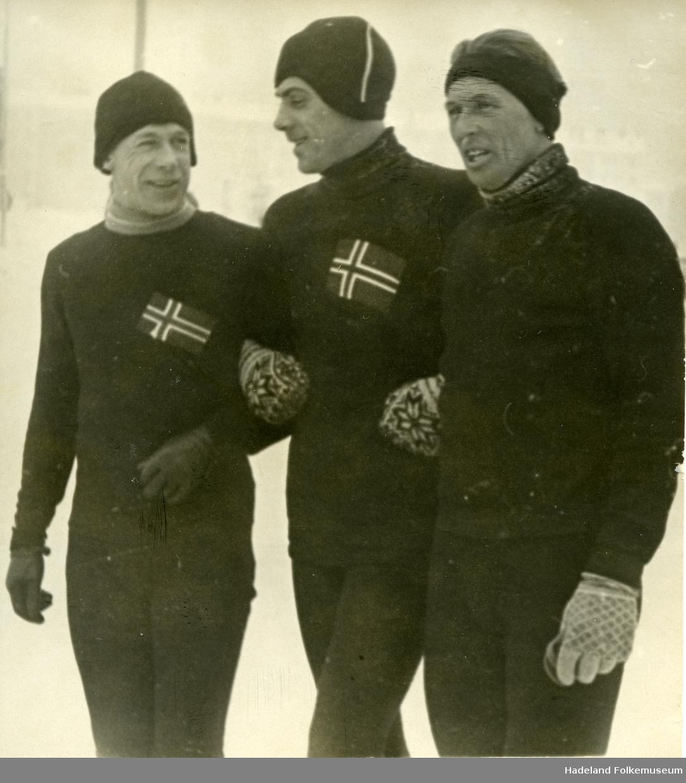 Tre skøyteløpere.
