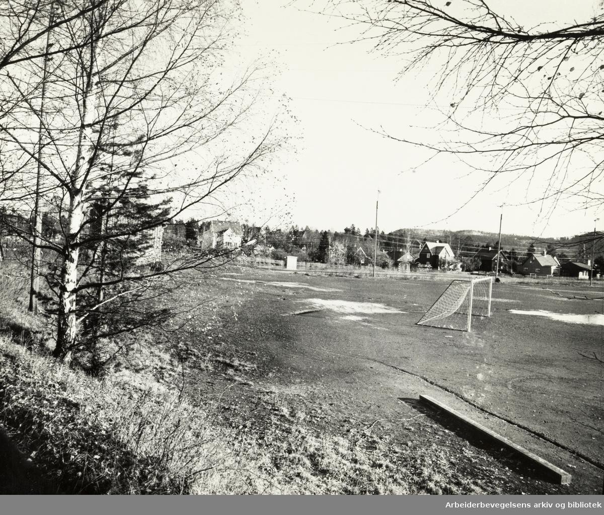 Korsvoll. Korsvollbanen. November 1974