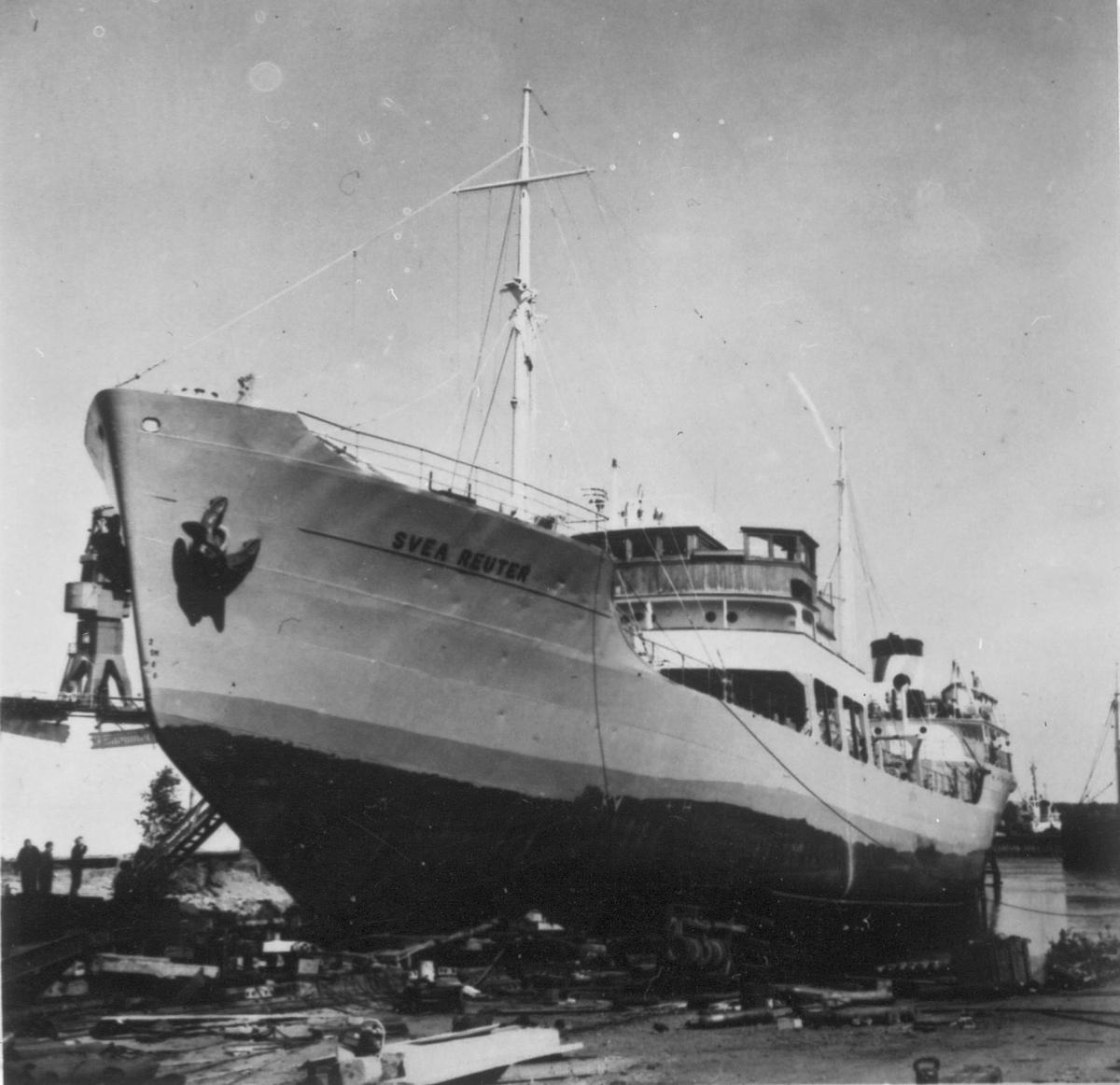 Svea Reuter, sista båt som lämnar slipern vid Gävle Varv.