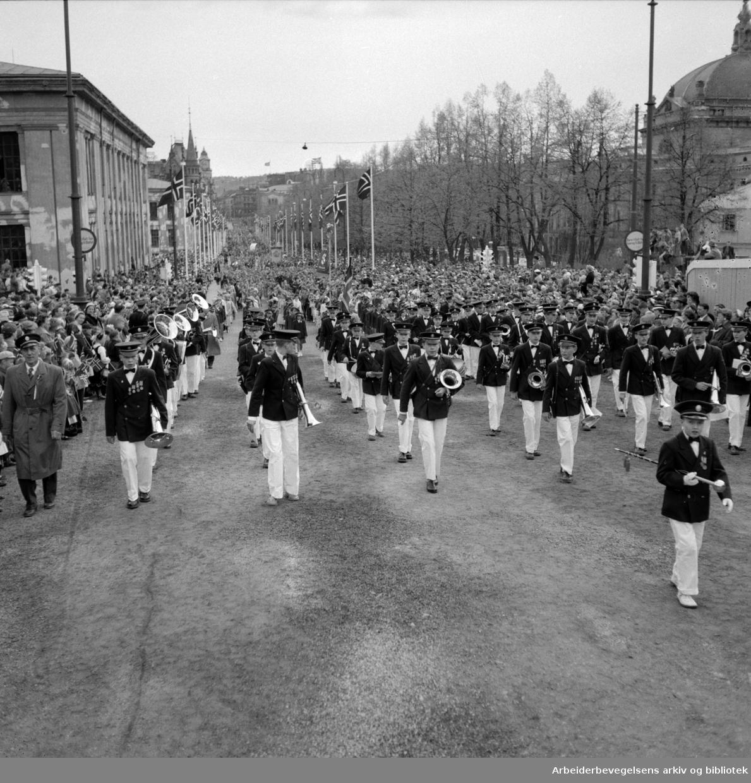 17. mai 1956. Barnetoget. Musikkorps.