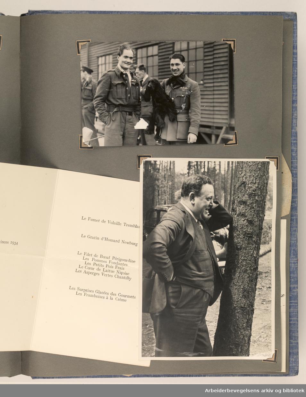 Album laget av Sissel Lie, gift Fosse og senere Bratz (1922-1983). Foto og utklipp fra tiden hun tjenestegjorde i Den norske hærs kvinnekorps i Storbritannia under andre verdenskrig. Hun oppnådde graden fenrik i kontrolltjenesten. Albumet har tittelen Sissels Scrapbook fra 1944-45. Side 105:To fotografier og en meny fra Claridges, datert 16. juli 1942. Foto nederst t.h er et portrett av Trygve Lie. ..