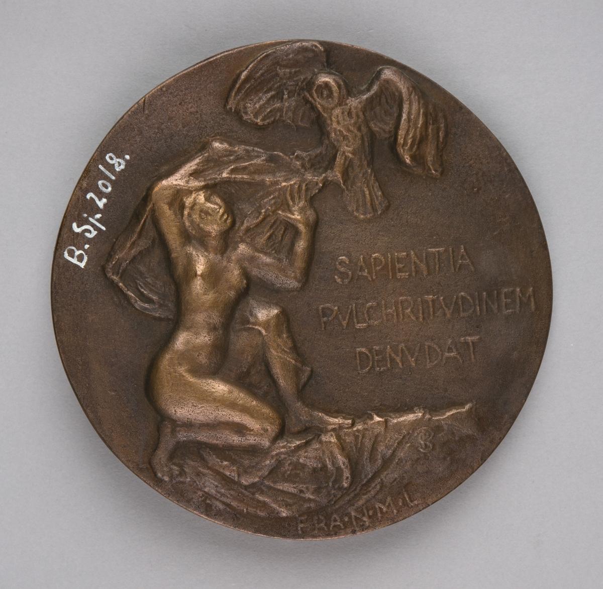 Relieff av direktør Einar Lexow (forside) ved Vestlandse Kunstindustrimuseum og  naken kvinnefigur med en ugle (bakside).