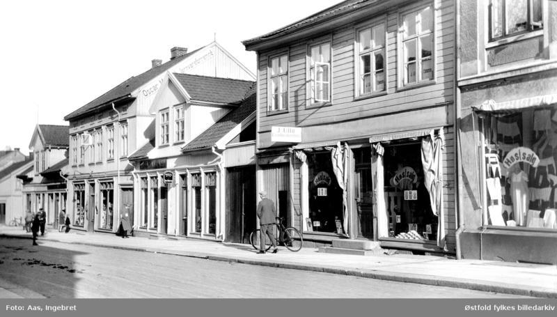Gateparti fra Glengsgata i Sarpsborg i 1927. Foto: Ingebret Aas/Østfold fylkes billedarkiv