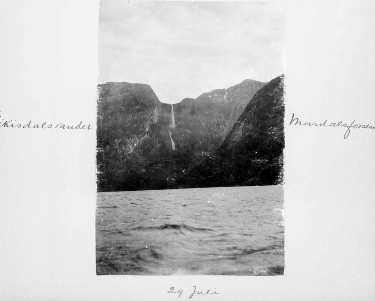 Repro: Landskapsbilde fra Eikesdalsvatnet med Mardalsfossen.
