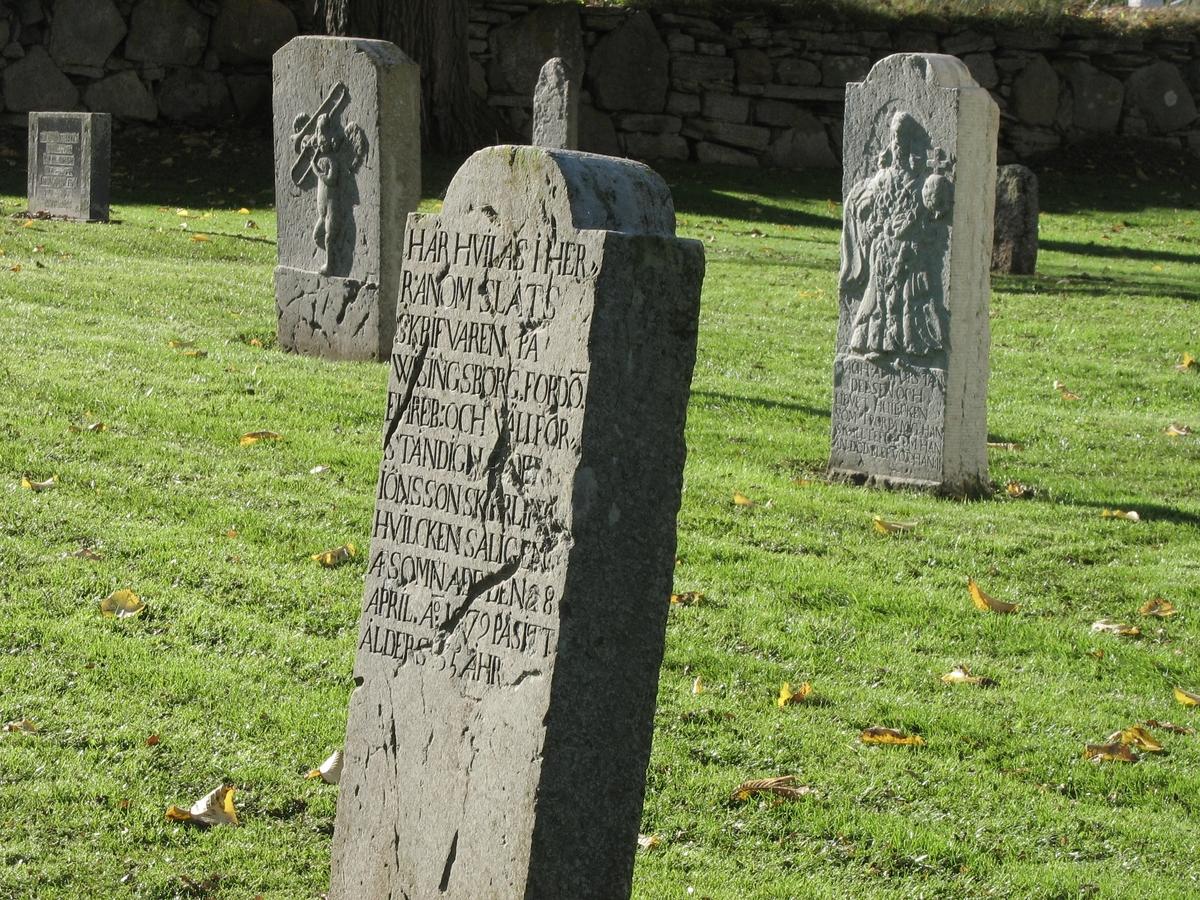 Exteriör från Kumlaby kyrkas kyrkogård, Visingsö i Jönköpings kommun.