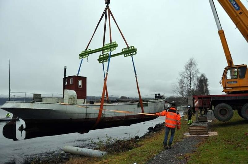 MS Brandbu heises opp av vannet i 2013. Foto: Randsfjordmuseet (Foto/Photo)