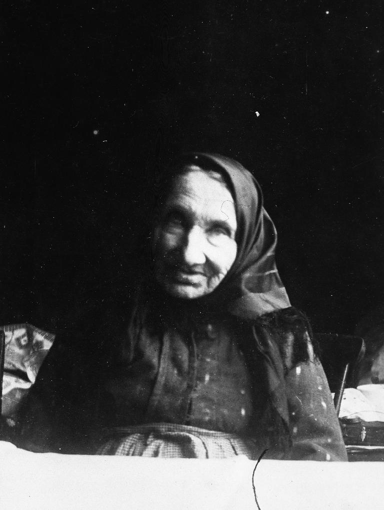 Elen Ommundsdtr. Haugland (1828 - 1919) g. m. Jon Jonsen Line i 1862. Ho var mor til bonde, lærar og forfattar Jon Line.