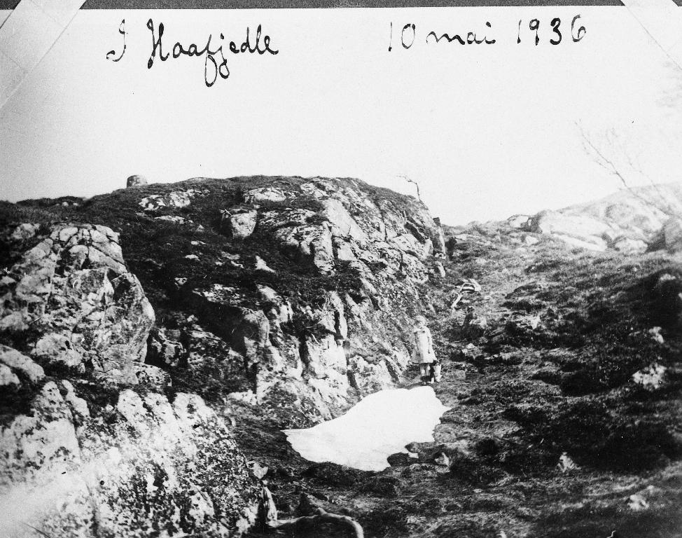 Snøfonn på Håfjedle  på Sæland 10. mai 1936.