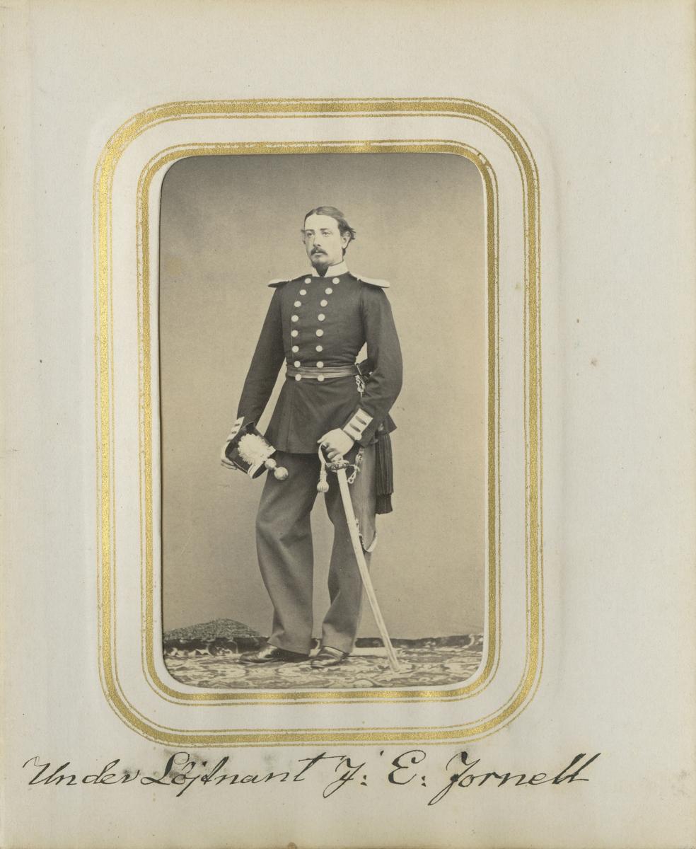 Porträtt av Johan Magnus Edvard Fornell, underlöjtnant vid Andra livgrenadjärregementet I 5.  Se även bild AMA.0001978, AMA.0007259 och AMA.0009366.