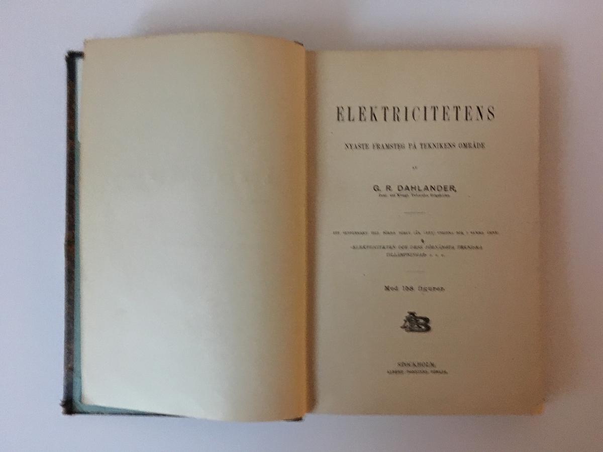 """Bok på 272 sidor med ryggtitel: """"Dahlander Eletriciteten"""". Titelsidan: """"Elektricitetens nyaste framsteg på teknikens område"""".  Ett supplement till den av samma författare 1882 utgivna bok i samma ämne. Albert Bonniers förlag och tryckeri"""